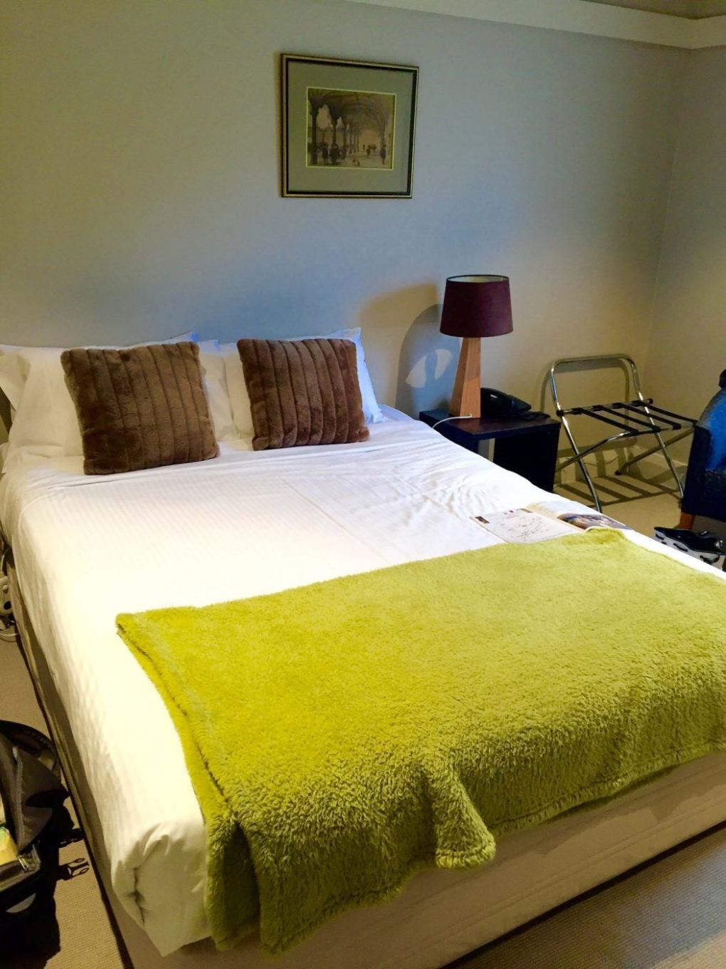 bedroom with double bed at Links House Hotel Bowral