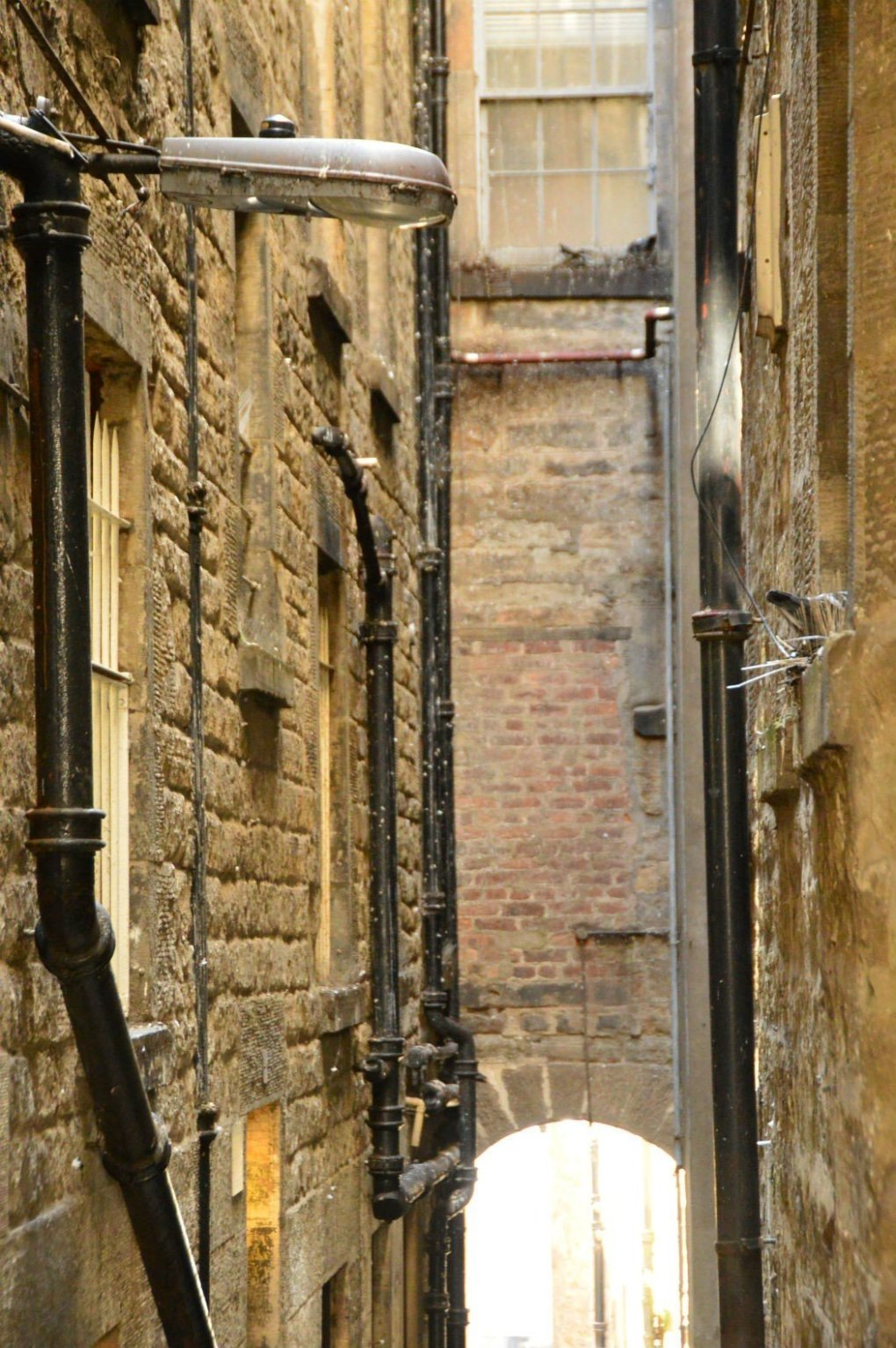 narrow alley way in edinburgh with a declining staircase