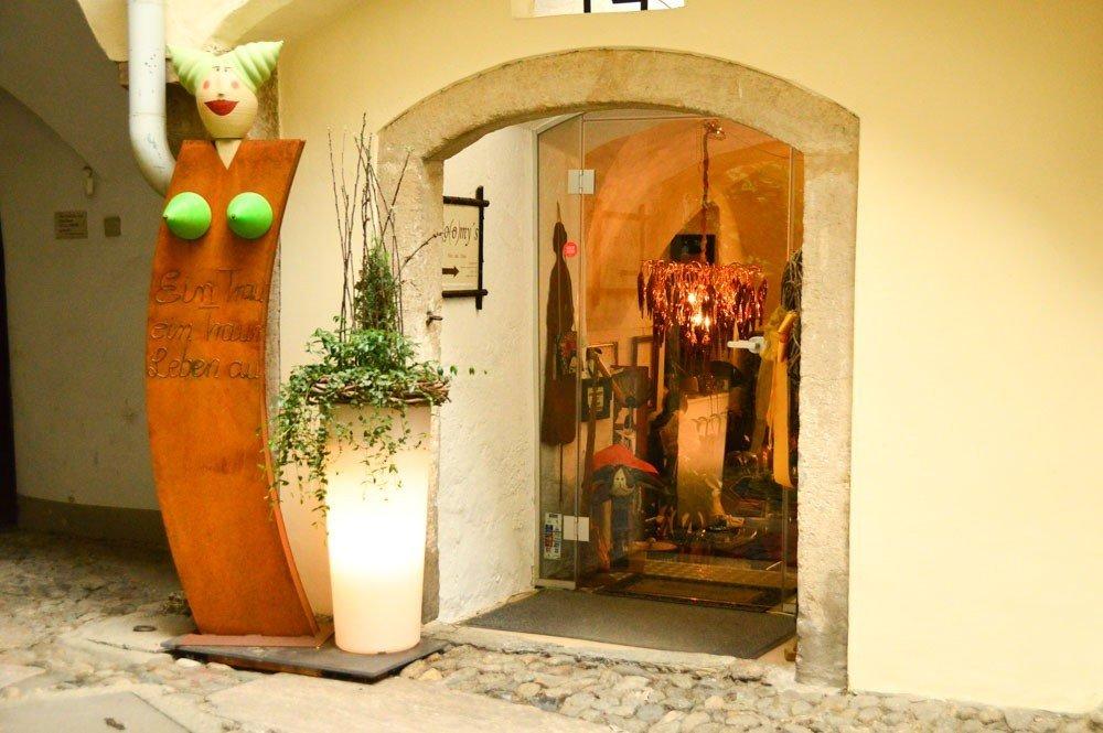 austria_graz_courtyard-shop