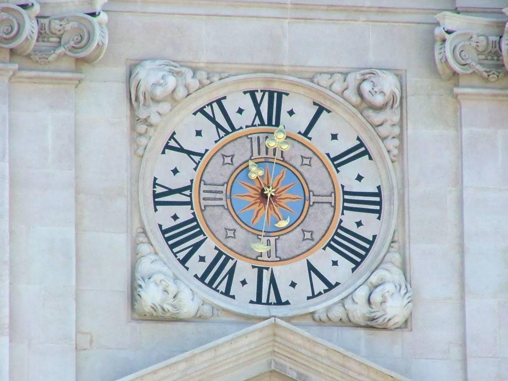 austria_salzburg_clock