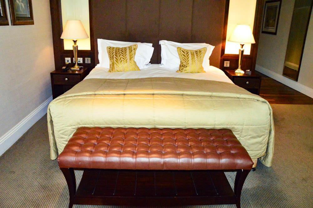 england_yorkshire_rockliffe-hall-bedroom
