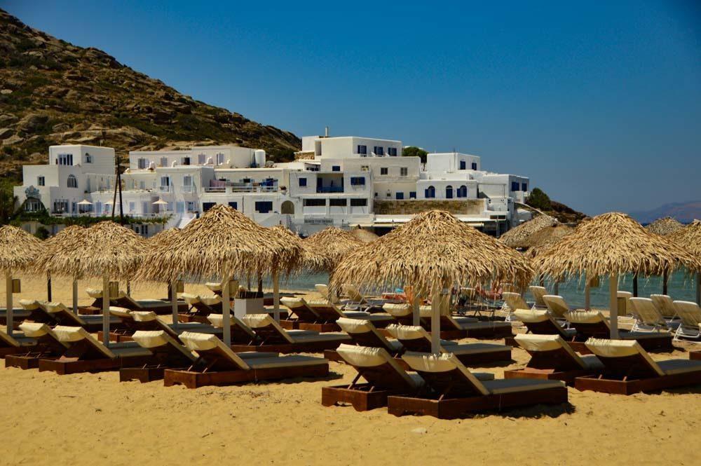 greece_ios_mylopotas-beach-sun-loungers-and-umbrellas