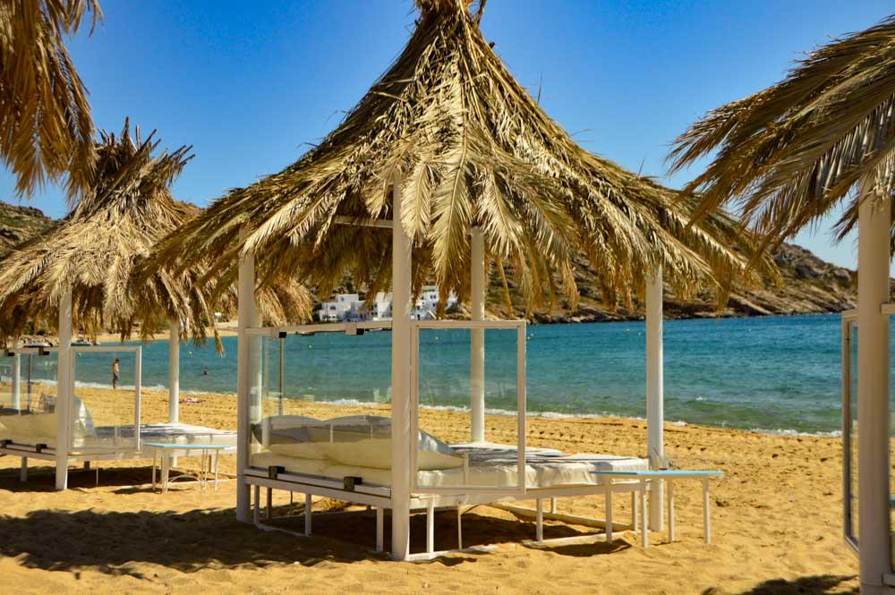 greece_ios_mylopotas-beach-umbrella-and-lounger