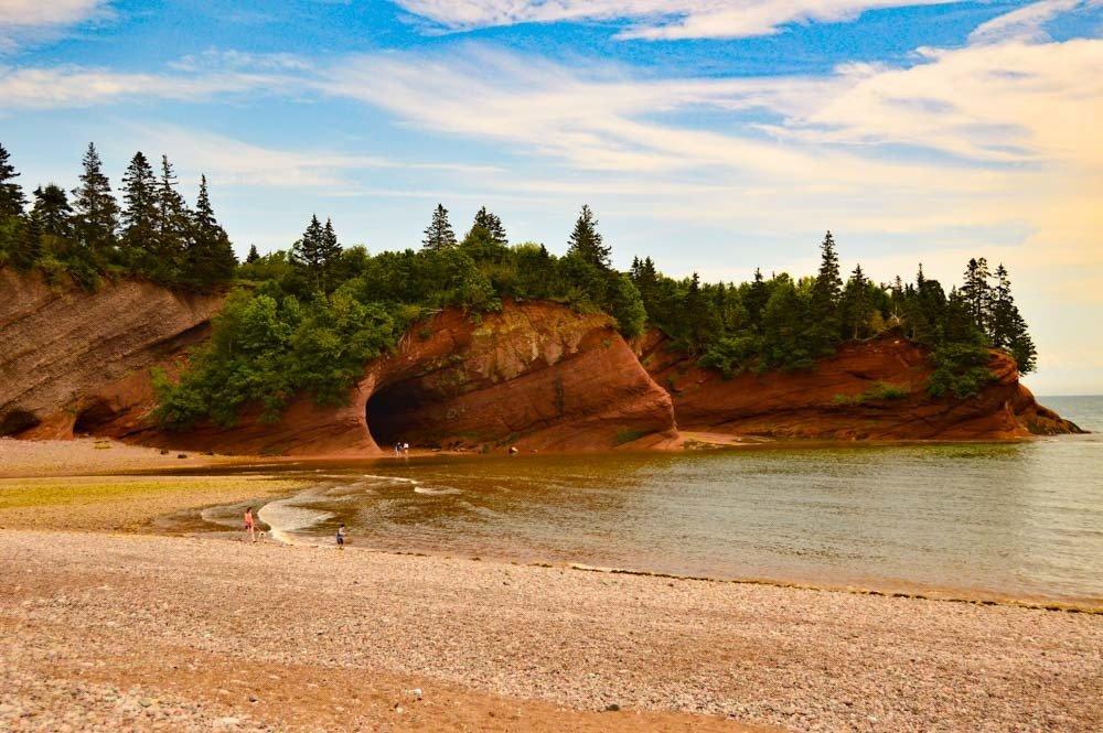 canada_new-brunswick_st-martins-sea-cave-mid-tide