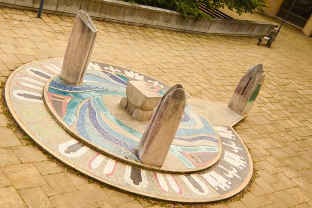 england_winchester_jubilee-sculpture