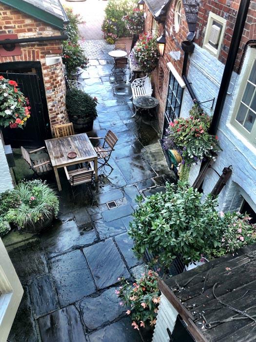 england_winchester_wykeham-arms-beer-garden