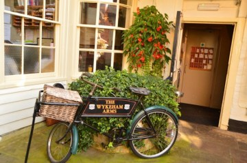 england_winchester_wykeham-arms-bicycle