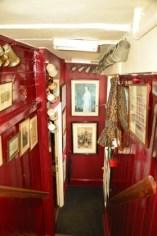 england_winchester_wykeham-arms-stairway
