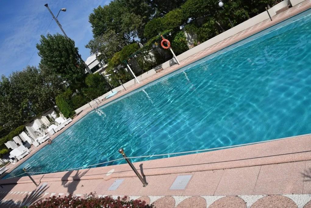 Italy_Rimini_grand-hotel-pool