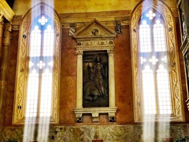 Italy_Rimini_inside-church