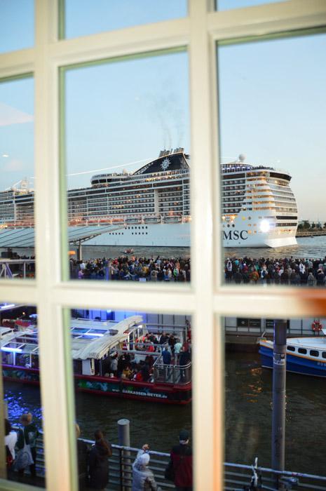 germany_hamburg_blockbrau-view-of-cruise-ship-night
