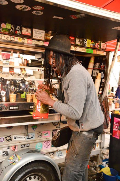 germany_hamburg_fish-market-coffee-vendor