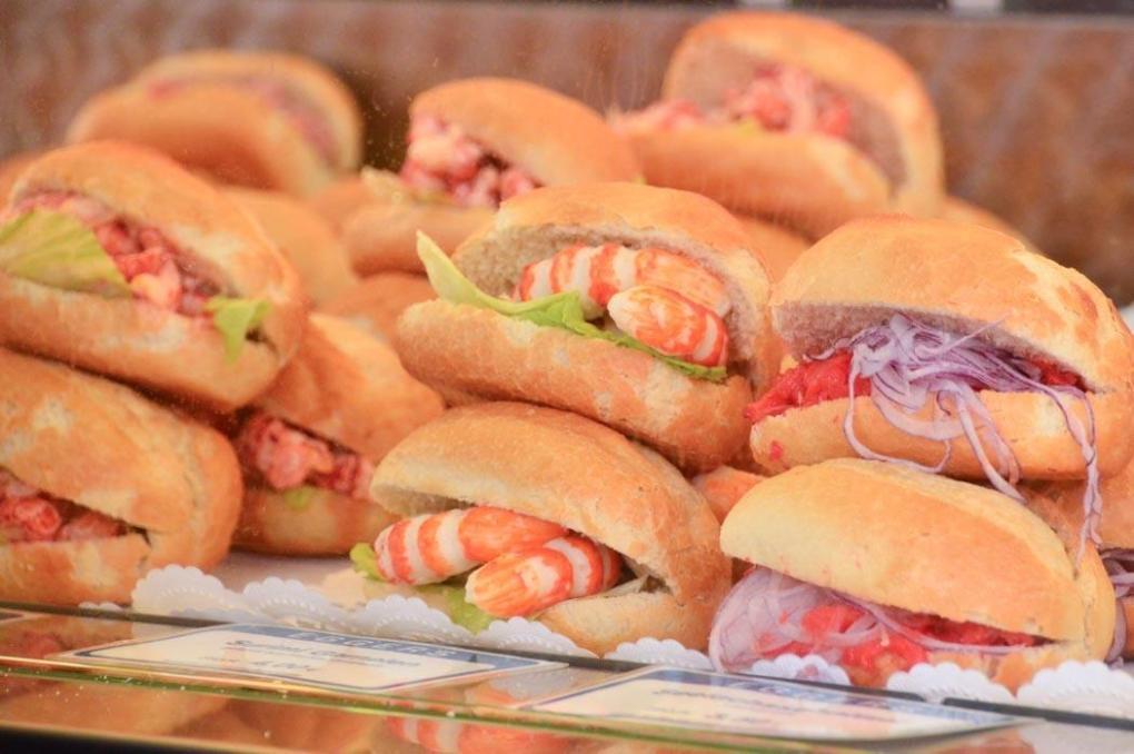 germany_hamburg_fish-market-seafood-rolls