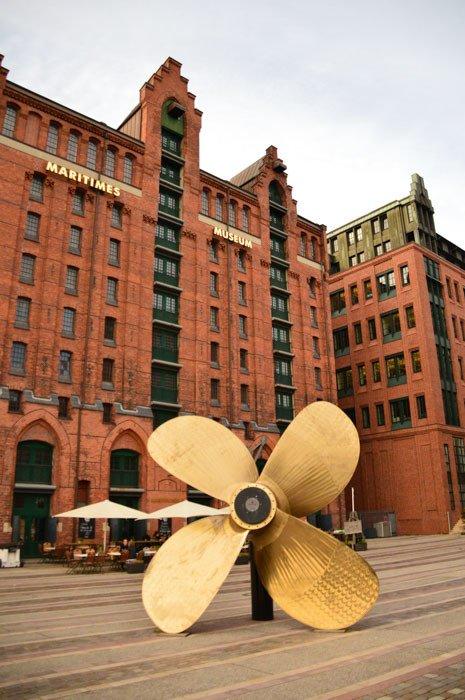 germany_hamburg_gold-propeller