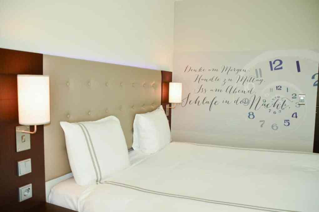 germany_hamburg_premiere-inn-bedroom