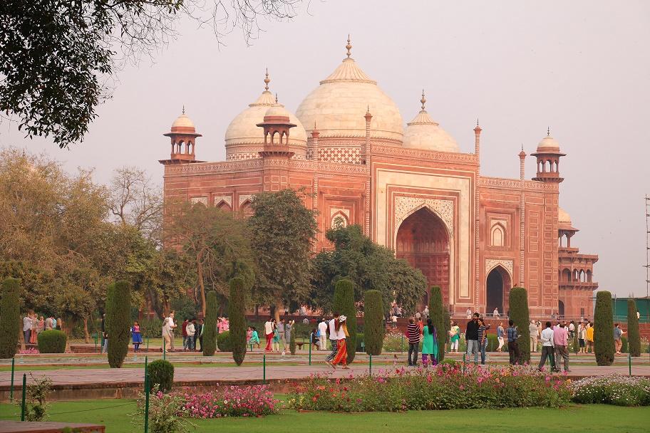 Agra_Taj_Mahal_11_thebraidedgirl