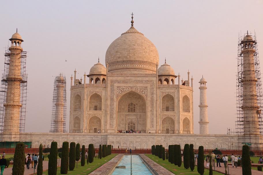 Agra_Taj_Mahal_18_thebraidedgirl