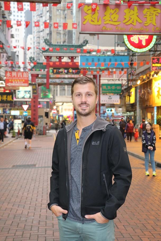 Hong_Kong_Temple_Street_Market_thebraidedgirl