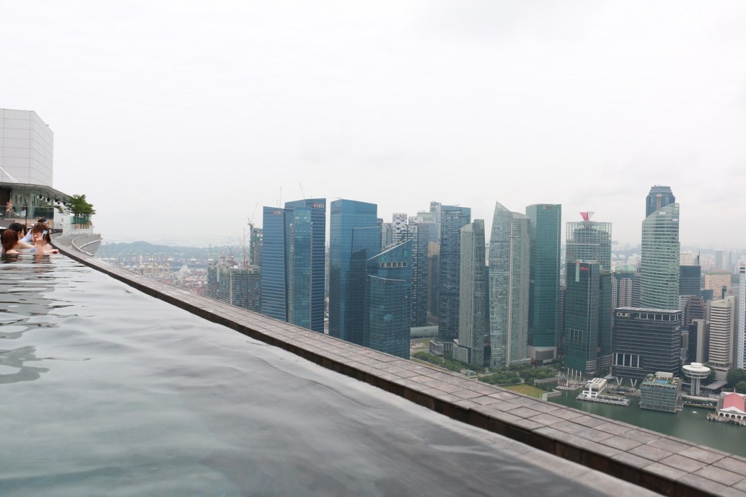 Singapur_Marina_Bay_Sands_Infinity_Pool_2_thebraidedgirl