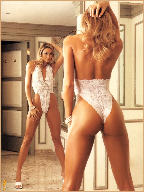2_cowgirl_stacy_keibler_07_wwe-divas-undressed_2k3-0121.jpg