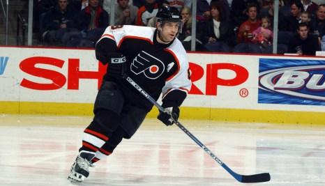 Mark Recchi skates