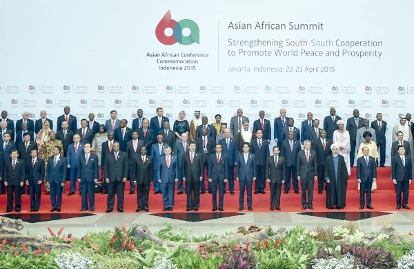 Chinese President Xi Jinping (8th L, front) and other leaders and representatives pose for a group photo at the opening ceremony of the Asian-African Summit in Jakarta, capital of Indonesia, April 22, 2015 [Xinhua]