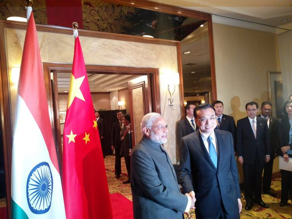 Indian Prime Minister Narendra Modi with Chinese counterpart Li Keqiang in Kuala Lumpur, Malaysia on 21 November 2015 [Image: PMO, India]