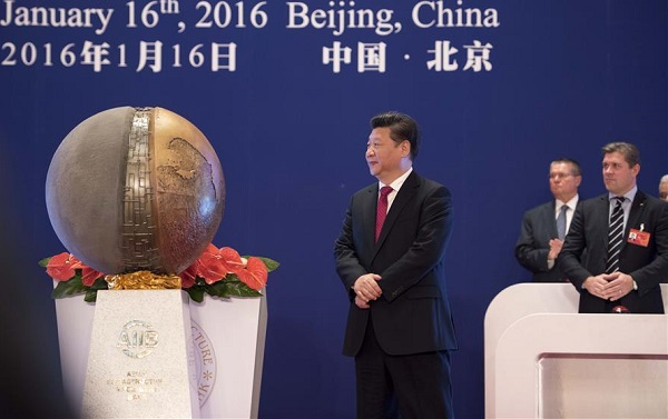 Chinese President Xi Jinping (C) unveils a symbol sculpture of the Asian Infrastructure Investment Bank (AIIB) at the opening ceremony in Beijing, capital of China, Jan. 16, 2016 [Xinhua]