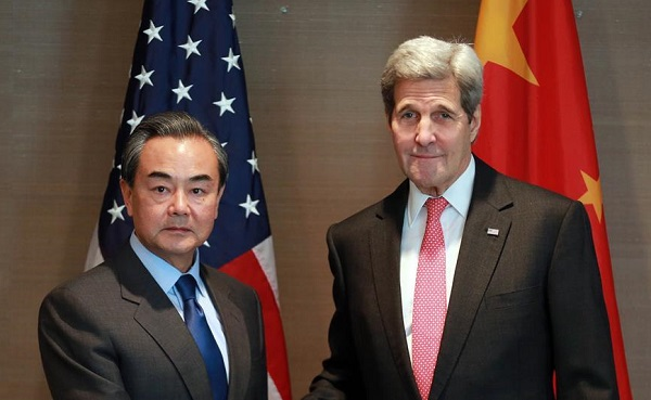 Chinese Foreign Minister Wang Yi (L) meets with U.S. Secretary of State John Kerry in Munich, Germany, Feb. 12, 2016 [Xinhua]