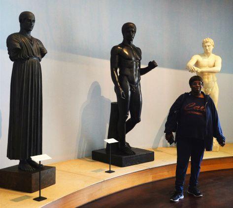 mom n statues