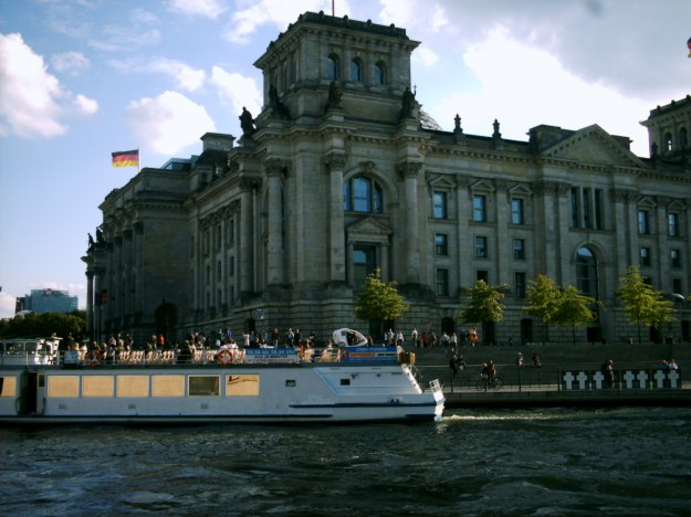 sailing through the Reichstag building or the Reichstagsgebäude.