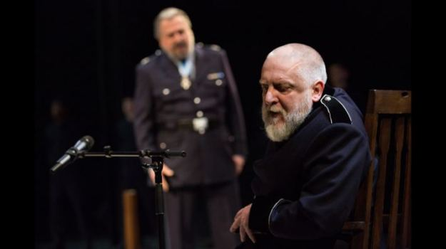 King Lear (Simon Russell Beale) with the Earl of Kent (Stanley Townsend).