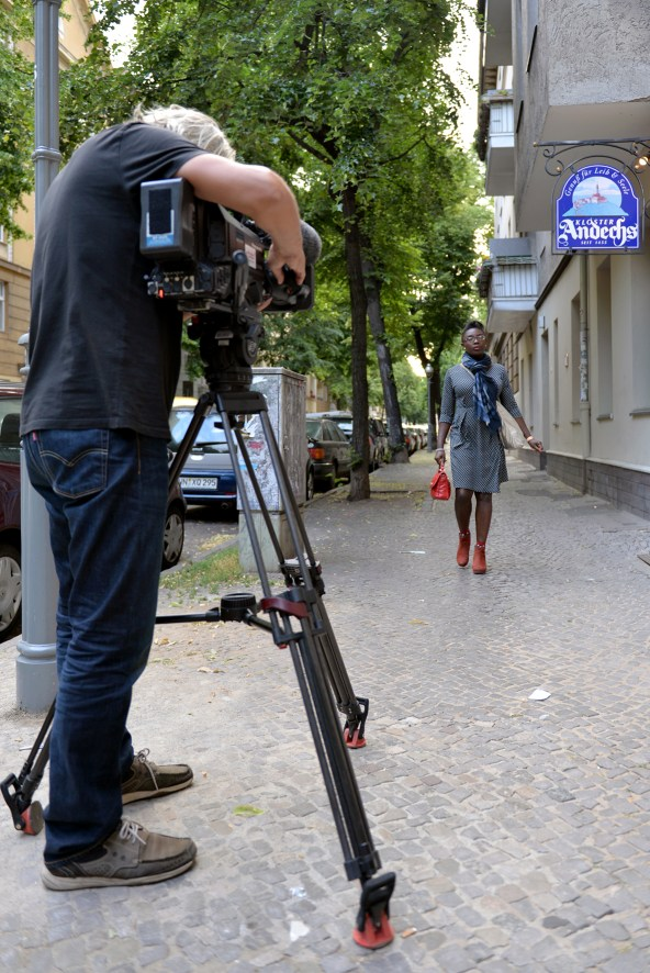 Victoria Ade-Genschow; The British Berliner; walking; cameras;documentary; doku; Berlin Very British; live TV broadcast in Germany; live TV broadcast; rbb Abendshow LIVE; rbb Abendshow; rbb; Abendshow; live TV show; rbb evening show live; rbb evening show; rbb; Berlin; Brandenburg; broadcasting; Germany; travel blogger; travel professional; monarchy expert; presenter; TV presenter; British expat; British in Berlin; British in Germany; Europe;