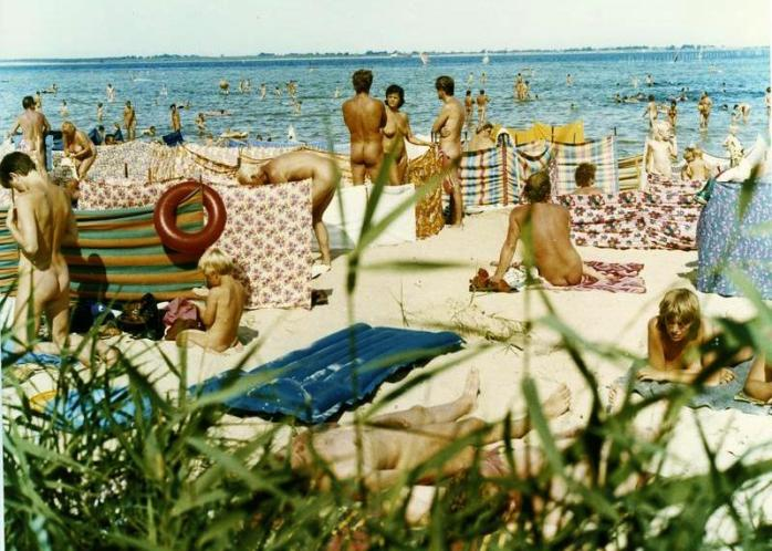 nude beach; nude; nudism; Freikörperkultur; FKK; Free Body Culture; tolerance; open-minded; Germany; German culture; German; Europe; family; travel;
