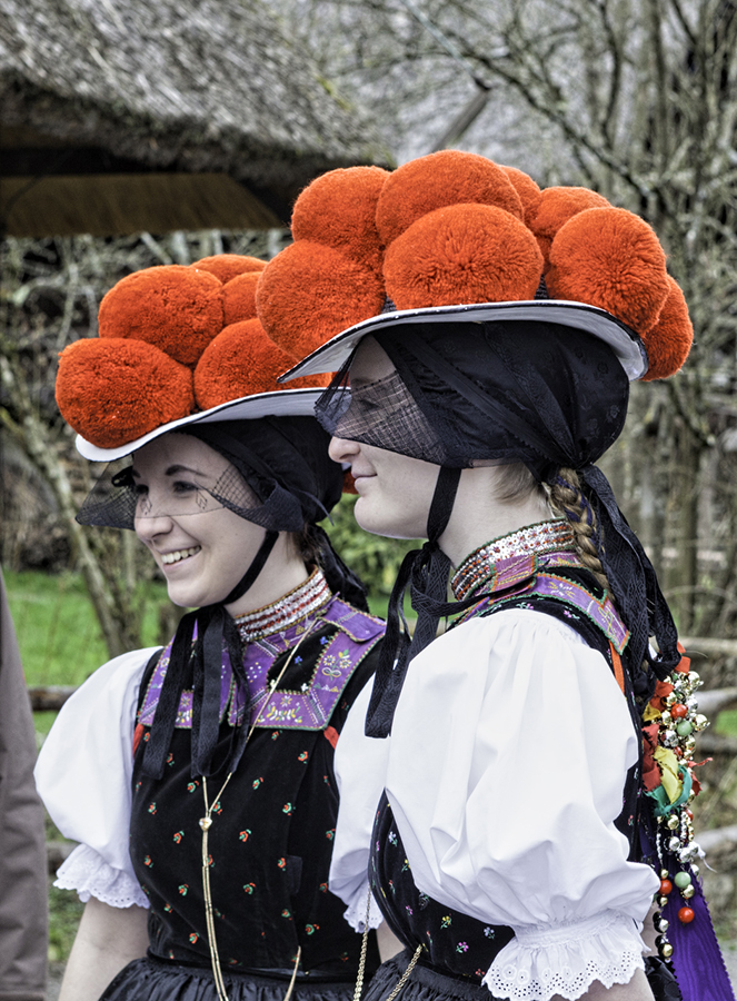bollenhut; Black Forest; Schwarzwald; traditional costume; traditions; German traditions; customs; German customs; culture; German culture; women; women of the Black Forest region; pom-pom hat; red pom-pom hat; red pom-poms; hat; Germany; German; Europe; travel; ©Michel Lefrancq