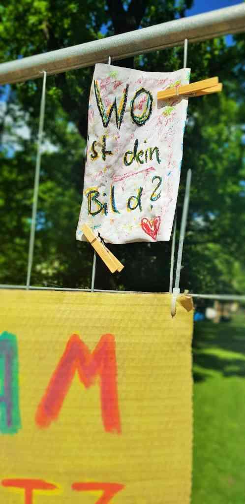 Victoria Ade-Genschow; The British Berliner; This is my Berlin; in Berlin; in Prenzlauerberg; Arnimplatz; Wo ist dein bild; Where is your picture; das Bild; picture; images; paintings; Prenzlauerberg; Prenzlauer Berg; Berlin Prenzlauerberg; Berlin; Germany; travel; Europe;