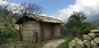 an old house in Sapa, found while I'm on my way walking to the ancient rocks
