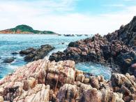 rocks-island-xepbeach-quynhon-binhdinh-vietnam-thebroadlife-travel-vietnam