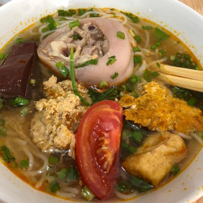 Bún Riêu (Vietnamese Crab Noodle Soup), saigon food, vietnamese cuisine