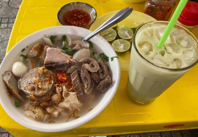 Bánh Canh, Vietnamese thick noodle with full toppings of Nha Trang food