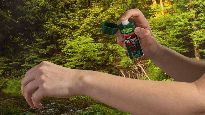 one of the travel medicines that travelers must carry on, the insect repellent spray