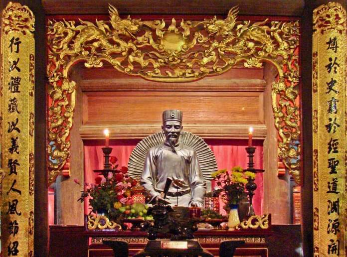 A worship of Chu Van An at Temple of Literature