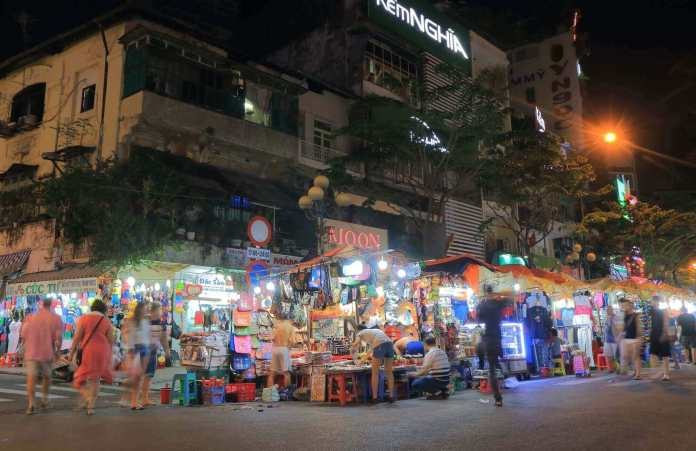 Night market at Ben Thanh Market
