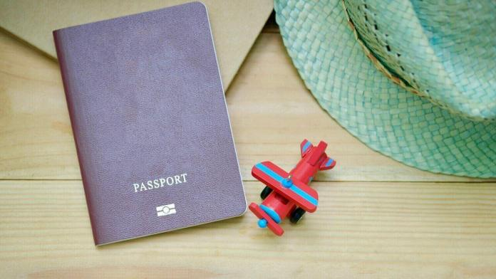 Keep Vietnam visa carefully with passport