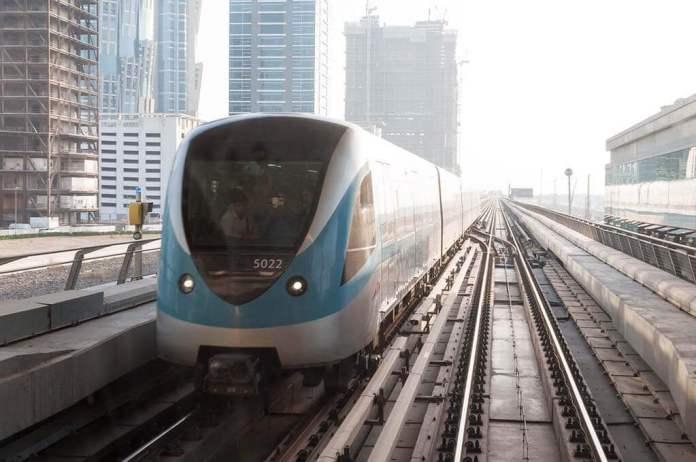 Dubai metro to move around the city