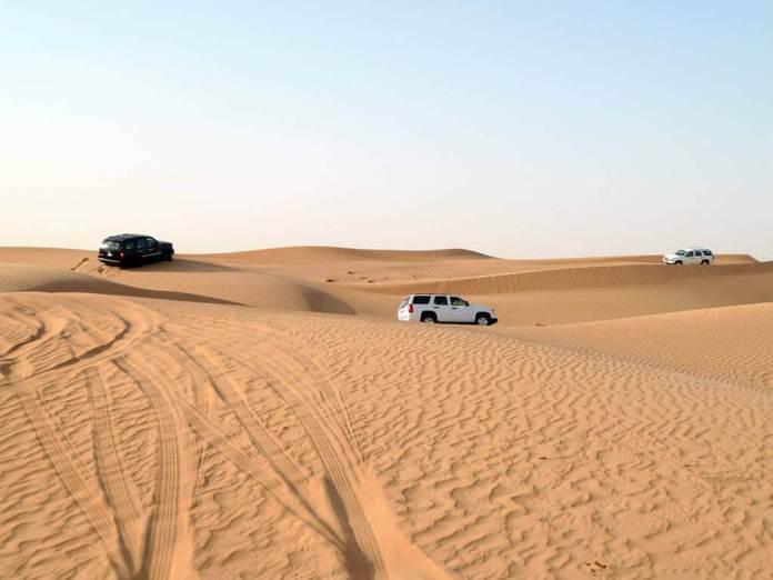 Exploring the Arabian desert by Land Cruiser