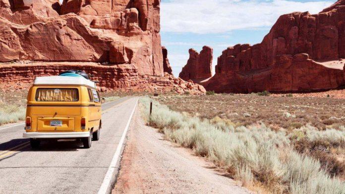 Self-driving to enjoy summer vacation