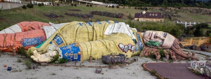 Gulliver's kingdom in japan, one of the abandoned theme parks in the world