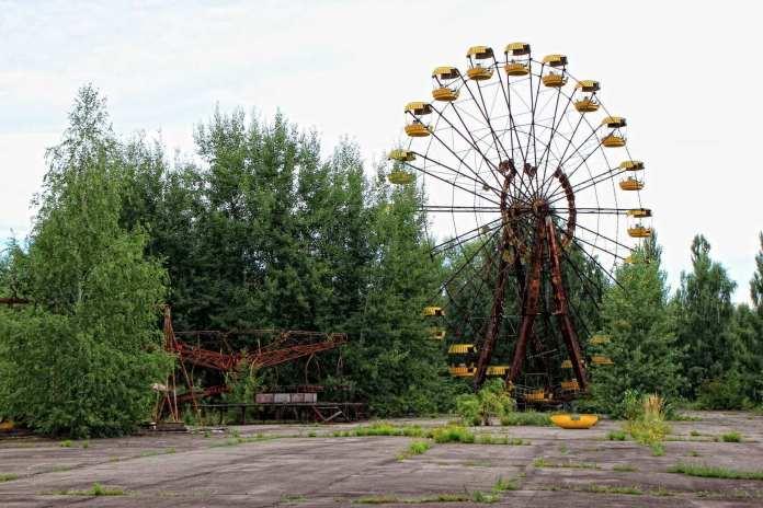 abandoned ferris wheel in pripyat, ukraine