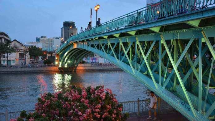 Mống Bridge in the evening